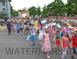 Le cortège de la fête des écoles.